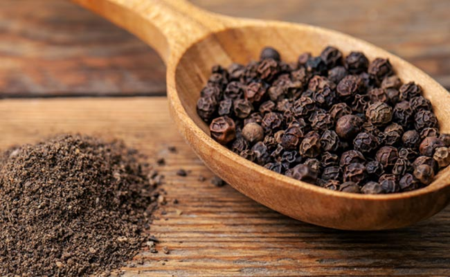 image of peppercorn in wooden spoon